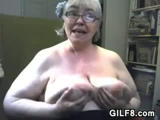 Gros vieille avec grand et saggy poitrine