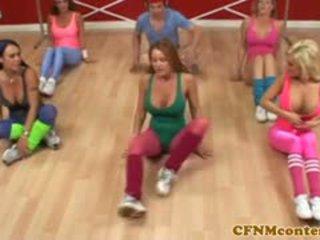 সিএফএনএম femdoms দোলানো বাড়া এ aerobics