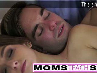 熱 媽媽 和 步 兒子 他媽的 年輕 女朋友