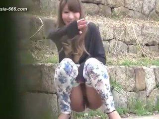 Chinesisch mädchen gehen bis toilet.3