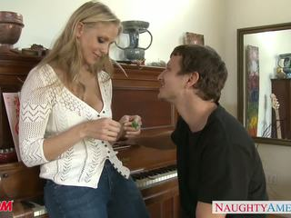 MILF in sexy jeans Julia Ann gets nailed