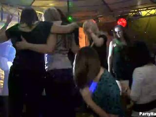 Meitenes wants līdz jāšanās the armija dancer