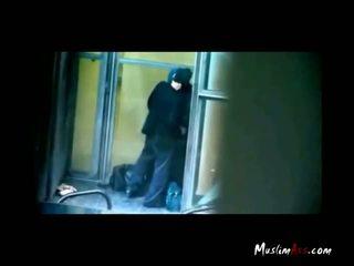 Hijab учител заловени целувки от spycam