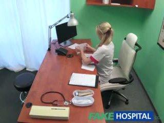 Fakehospital sexy krankenschwester wants ein quick fick