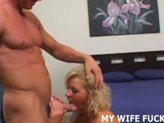 Sinun vaimo wants kohteeseen aisankannattaja sinua kanssa a male pornotähti
