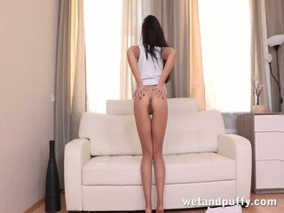 Beautiful brunette lady?toying her sweet ass