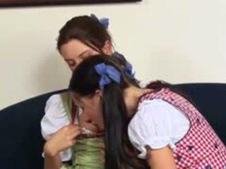 Napalone austrian lesbo wiek dojrzewania