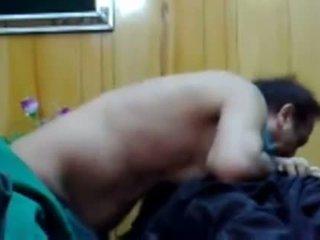 Muslim hijab dívka reluctantly takes hubbies malé 3 inch asijské paki penis