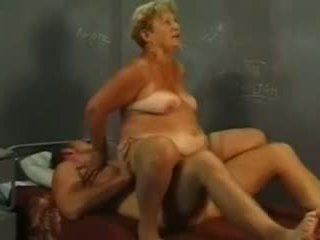 Γιαγιά και νέος καβλί