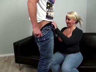 Matura curvy madre fucks giovane non suo figlio: gratis porno 92