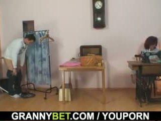 他 bangs sewing 70 years 老 奶奶