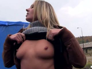 Eurobabe Zuzana screwed up for some cash