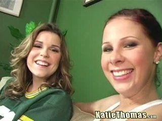 Katie a ju priateľka taking a čierne shlong