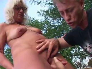 奶奶 户外 性别