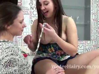 Canella und alya shon haben lesbisch spaß zusammen