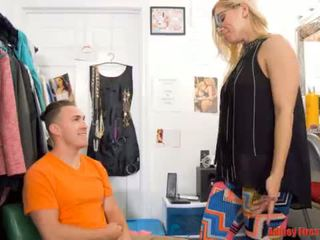 Mommy works at a striptiz klub (modern gadagan family)