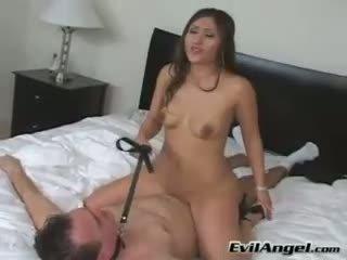 Pornstar alexis breeze rides se pe top de ei om grinding ei stramt smulge
