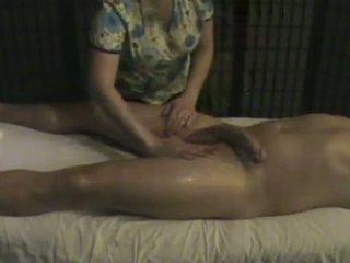 Urut institut masseuse takes penjagaan daripada yang besar whi