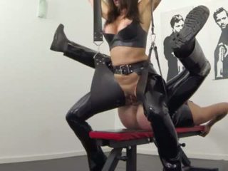 Extreme squirting and pissing in latex <span class=duration>- 2 min</span>