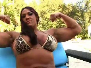 Aziani حديد amber deluca female bodybuilder في صغير بيكيني