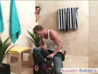 Seksikas abielunaine jada stevens gets nailed sisse vannituba