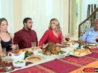 Moms bang jovem grávida - marota família thanksgiving <span class=duration>- 10 min</span>