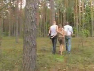 Mėgėjiškas latviškas seksas tryse į the miškas