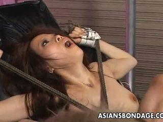 Asiaten bondage: tied nach oben asiatisch penetrated mit ficken maschinen