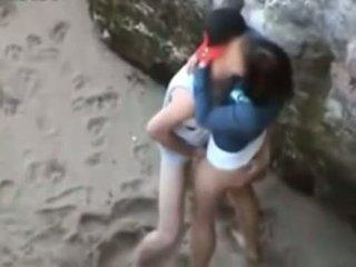 brunete, teens, kissing