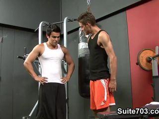 Cody springs receives fodida por chad davis em o ginásio