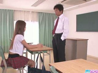 Ázsia Diáklány