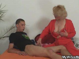 Σύζυγος leaves και αυτήν μητέρα fucks γιός σε νόμος