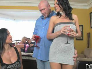 Super hawt couples deciding på vad till göra i deras kön parten!