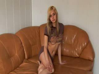 俄 公主 stripping 上 该 沙发