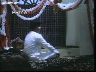 Desi suhaag raat masala वीडियो एक हॉट masala वीडियो featuring guy unpacking उसके वाइफ पर पहले रात