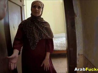 Vaene arab tüdruk desperate jaoks raha sucks ja fucks