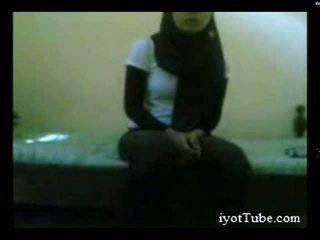 Muslim adolescente estudiante en habitación parte 1