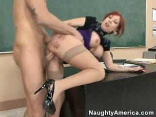 Brittany oconnell getting pounded par viņai aiz doggyway