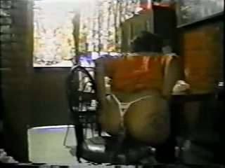 Mexicana asiendo anale con un palo de escoba