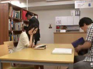 Csintalan japán students szar -ban a könyvtár