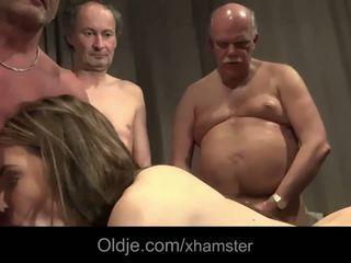 Seks Dengan Banyak Pria