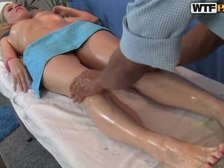 Ariana has viņai smooth vāvere massaged un bumped