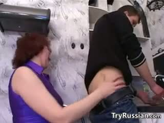 Російська мати wants a молодий пеніс