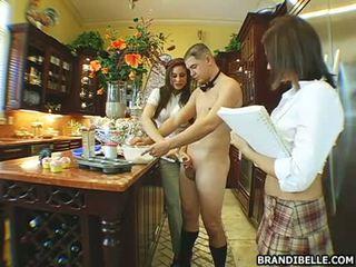 हॉर्नी बेब brandi belle gets उसकी मुंह busy सकिंग एक कठिन आदमी लॉलिपोप