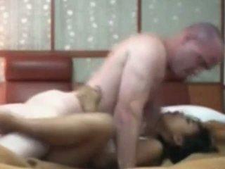 Indonesisch hausdienerin having erste zeit sex mit weiß schwanz