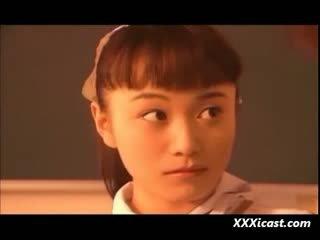 亞洲人 青少年 女學生 水 和 rope 奴役