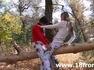 Two innocent 18yo holky v the lesní
