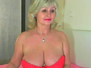 Krūtainas vecmāmiņa