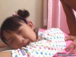 Młody orientalne nastolatka bumped ciężko uncensored vid