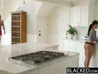 Blacked tüdruksõber adriana chechick cheats koos a tohutu mustanahaline riist